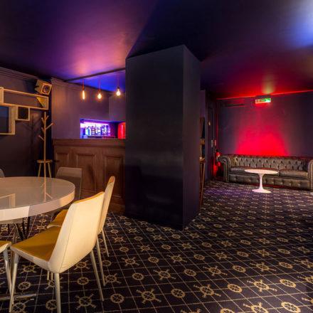 Pour des dîners privés jusqu'à 50 personnes, la Danish Suite permet de rester entre soi comme à la maison...le room service et le bar privé en plus, le tout dans un cadre insolite au design pointu.</p> <p>
