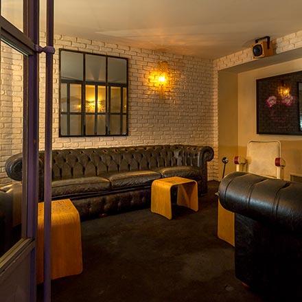 Situé entre le bar, la Danish Suite et la salle de projection, le fumoir est un avantage indéniable dans le cadre d